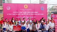 Bảo hiểm nhân thọ AIA trao 25 xe đạp cho học sinh nghèo