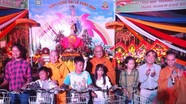 Chùa Đông Yên trao nhiều phần quà tại Lễ Phật đản