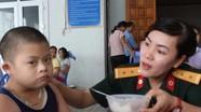 Hội phụ nữ Bộ CHQS tỉnh: Bữa cơm dinh dưỡng cho trẻ em mồ côi và khuyết tật