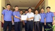 Viện Kiểm sát nhân dân huyện Tân Kỳ tặng tủ sách pháp luật