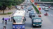 Xe trái tuyến nghênh ngang vào thành phố Vinh
