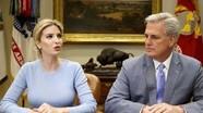 Con gái Trump chủ trì họp Nhà Trắng thay cha