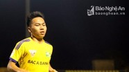 Tiền vệ Hồ Khắc Ngọc là cầu thủ đầu tiên được SLNA gia hạn hợp đồng