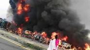 Lật xe chở dầu ở Pakistan, đã có hơn 120 người chết