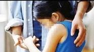 Bắt khẩn cấp 'yêu râu xanh' nhiều lần giao cấu với 2 bé gái 11 tuổi
