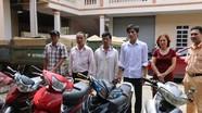 Công an Đô Lương trao trả 5 xe máy cho người dân bị mất cắp