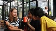 Sinh viên tình nguyện Pháp dạy ngoại ngữ cho học sinh Thành phố Vinh