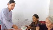 Trao 100 bát cháo tình thương cho bệnh nhân nghèo ở Đô Lương