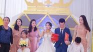 Xôn xao đám cưới cô dâu và chú rể đeo vàng 'gãy cổ' tại Nghệ An