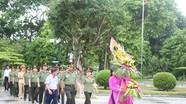 Hội phụ nữ cụm thi đua số 5- Bộ Công an dâng hương tại Khu Di Tích Kim Liên