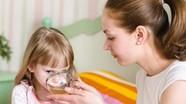 Hiểm họa cho trẻ khi bù nước điện giải không đúng cách