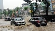 Kinh nghiệm 'vàng' khi lái xe ô tô trời mưa bão