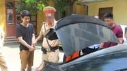 Đi biển xanh giả, mang thẻ thanh tra giao thông chạy cảnh sát