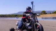 'Độc lạ' chiếc xe mô tô 3 bánh chạy 261 km/h bằng nước mưa
