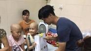 Công Phượng, Xuân Trường tặng quà Trung thu cho em nhỏ Bệnh viện K