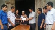 Trao quà hỗ trợ gia đình nạn nhân bị sét đánh ở Thanh Chương
