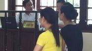 Hai cô giáo làm trẻ chết vì sặc cháo òa khóc tại tòa