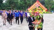 Đoàn Thanh niên Việt Nam - Lào dâng hoa, dâng hương tại Khu Di tích Kim Liên