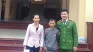Cậu bé 12 tuổi đi xe đạp bị lạc gần 250km được giao về cho gia đình