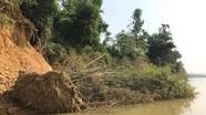 Lo sạt lở bờ sông Hiếu 'nuốt' nhà dân