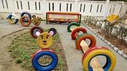 Phụ huỳnh, giáo viên vùng cao tận dụng đồ phế thải tạo khu vui chơi cho trẻ