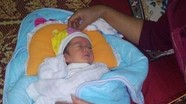 Phát hiện cháu bé khoảng 5 ngày tuổi bị bỏ rơi trong đêm