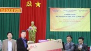 MobiFone phối hợp Báo Bưu điện Việt Nam tặng quà cho xã miền núi Nam Sơn