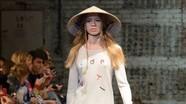 Nón lá Việt Nam lên sàn diễn thời trang châu Âu