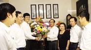 Phó Chủ tịch UBND tỉnh chúc mừng các cựu giáo chức nhân ngày Nhà giáo Việt Nam