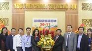 Chủ tịch UBND tỉnh Nguyễn Xuân Đường chúc mừng Trường Chính trị tỉnh