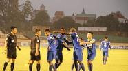 Sân Vinh, tiền đạo Thanh Hoá đòi đánh trọng tài Võ Minh Trí