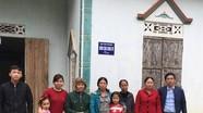 Bàn giao nhà ở cho hộ phụ nữ đơn thân nghèo ở Tân Kỳ