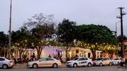Lòng đường phố Vinh thành bãi đỗ xe ô tô về đêm