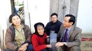 Quỳnh Lưu tặng quà các gia đình chính sách nhân Ngày 22/12