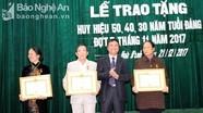 Tương Dương trao Huy hiệu Đảng cho đảng viên