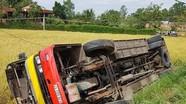 Xe buýt lao xuống ruộng, 1 người chết và 20 người bị thương