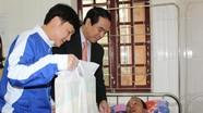 Tỉnh đoàn thăm, tặng quà bệnh nhân giáo dân hoàn cảnh khó khăn