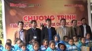 Trao học bổng, tặng quà học sinh nghèo Quế Phong