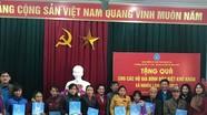 Bảo hiểm xã hội tỉnh tặng quà cho hộ nghèo ở Nghĩa Đàn