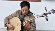 Lão nông sử dụng thuần thục 3 nhạc cụ dân tộc