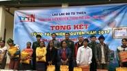 Bộ đội Biên phòng trao quà cho người nghèo xã Na Ngoi