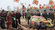 Phó Thủ tướng Trương Hòa Bình cày ruộng trong lễ hội Tịch điền