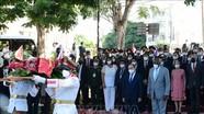 Đồng chí Nguyễn Xuân Phúc đặt vòng hoa tại Tượng đài Chủ tịch Hồ Chí Minh ở Thủ đô La Habana