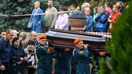 Hình ảnh 20.000 người dự tang lễ nạn nhân vụ xả súng kinh hoàng ở Crưm