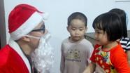 Sôi động các dịch vụ, ông già Noel 'chạy show' dịp Giáng sinh tại Nghệ An