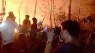 Những khoảnh khắc 'cháy lửa nghề' của phóng viên Báo Nghệ An