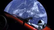 Siêu xe điện bay vào vũ trụ trên tên lửa mạnh nhất thế giới