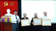 TP Vinh trao Huy hiệu Đảng cho 49 đảng viên