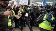 Cảnh sát Pháp dùng bom hơi cay trấn áp người biểu tình áo vàng