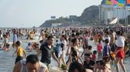 Bất chấp khuyến cáo, hàng nghìn người chen lấn tại các điểm du lịch nổi tiếng